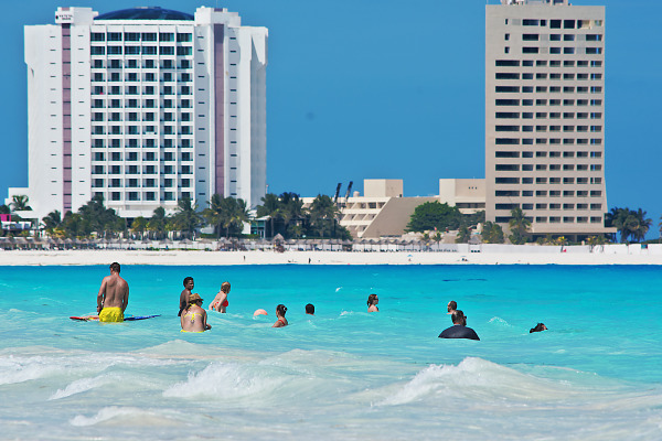Swimmers in the turquoise water of the Caribbean sea in Cancún