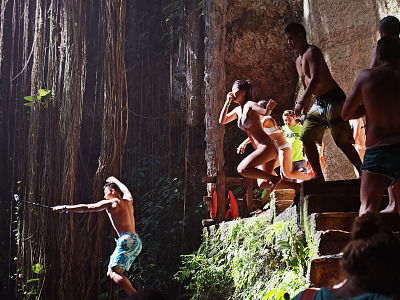 chichen-itza-valladolid-yucatan > Young people jumping together in the water of Cenote Ik Kil in Yucatan