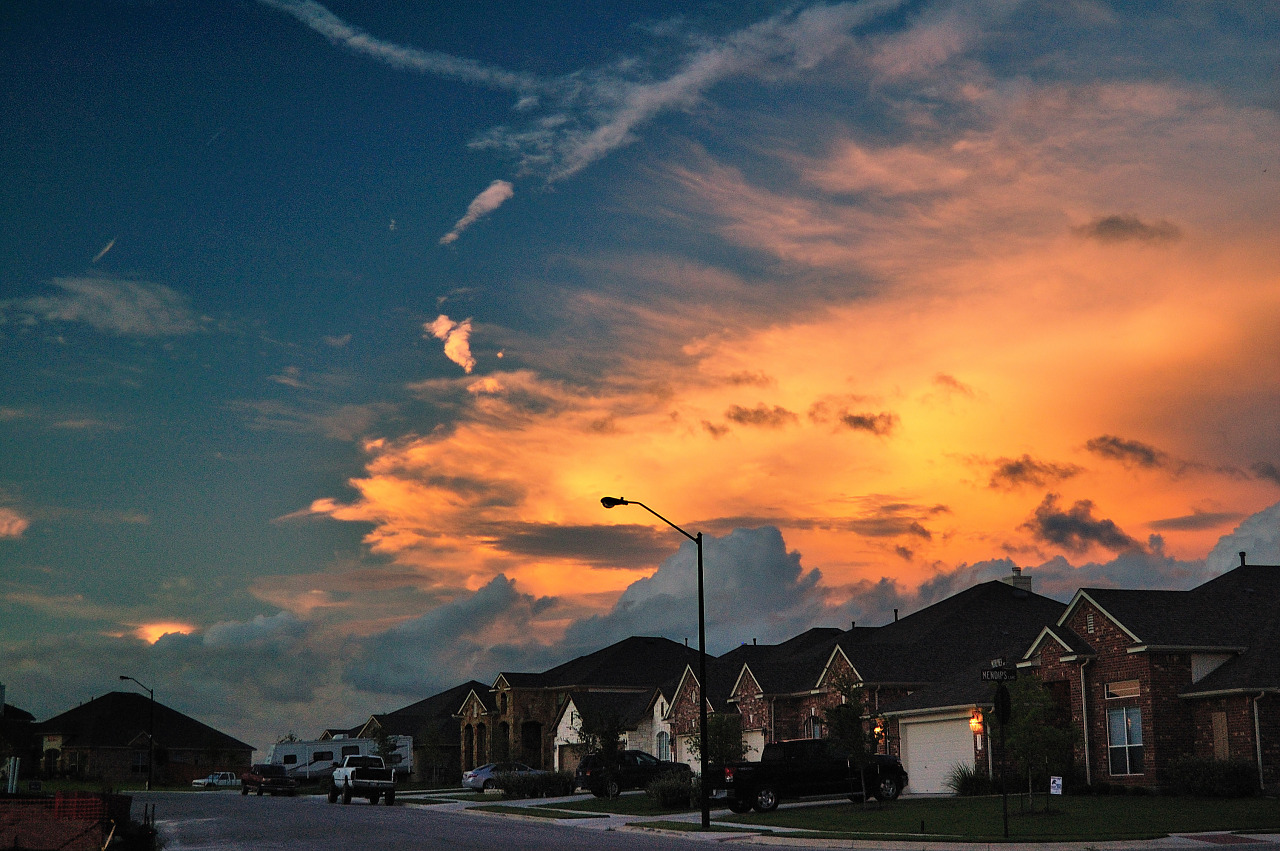 Moorlynch avenue at sunset, skies of Texas