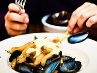 food-pictures > Moules frites at Vino Vino, Austin Texas