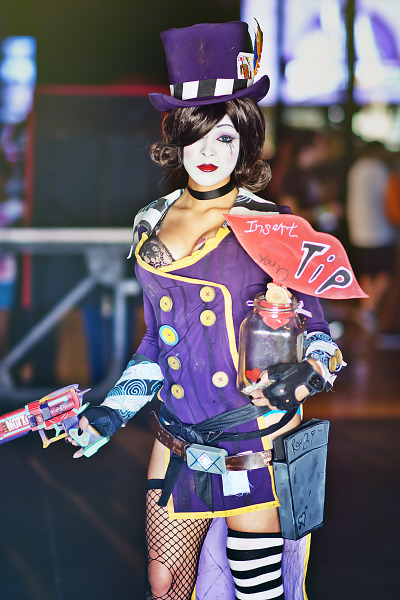 Enasni Volz with a Mad Moxxi Cosplay at Gearbox Community Day 2013 001