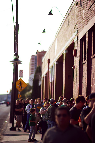 Entrance line to the Palladium Ballroom for Gearbox Community Day 2013 001