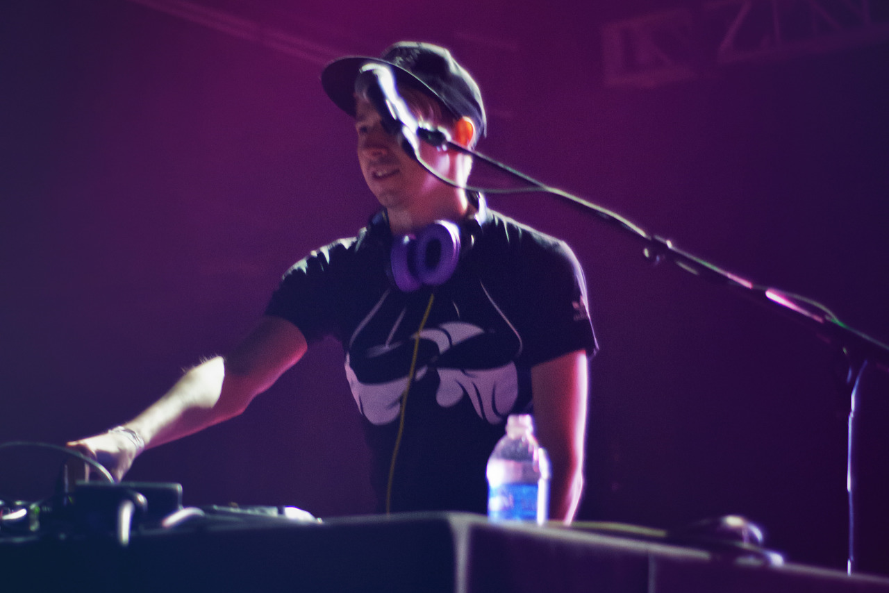 Deejay on stage at Wrap-up Party of Gearbox Community Day 2013