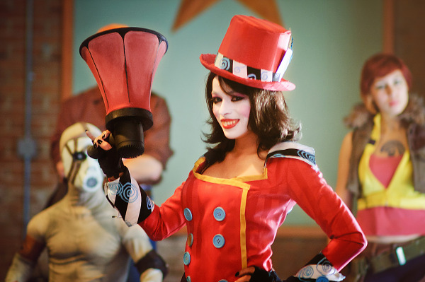 Moxxi, midget, Lilith from Borderlands Cosplay at Gearbox community day - 010