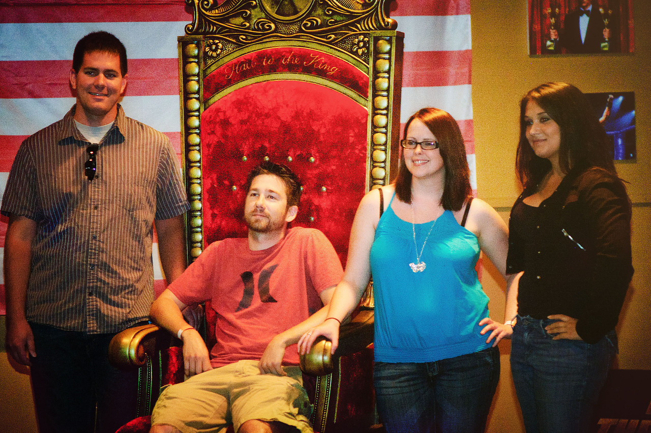 Fans and the Duke Nukem throne at Gearbox community day - 022