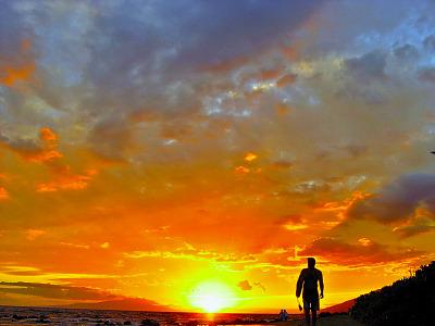 maui-hawaii > Sunset surfer at the Maui Hawaii beach