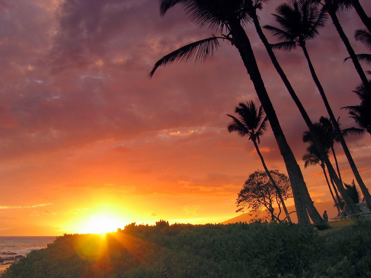Paradise sunset on the island of Maui, Hawaii