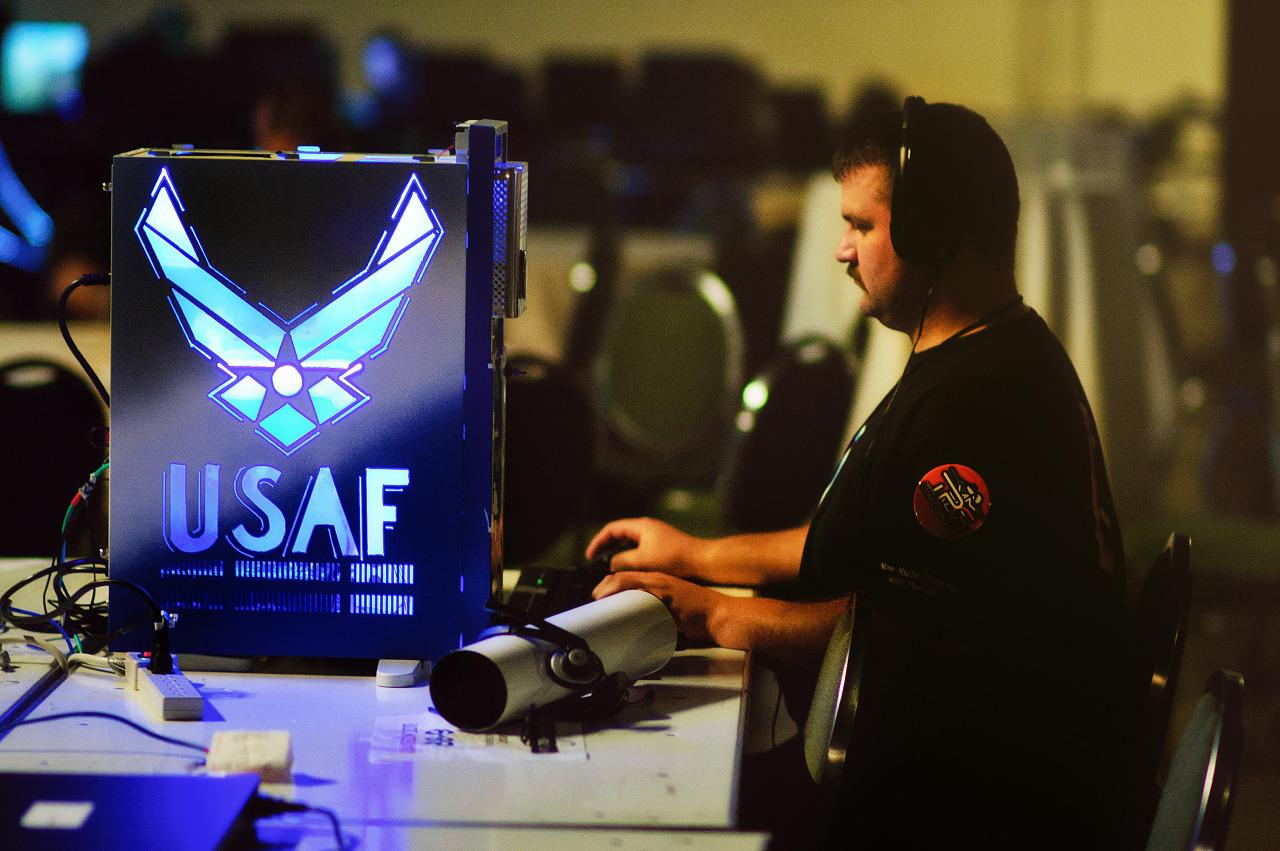 Quakecon 2011 - USAF modded PC