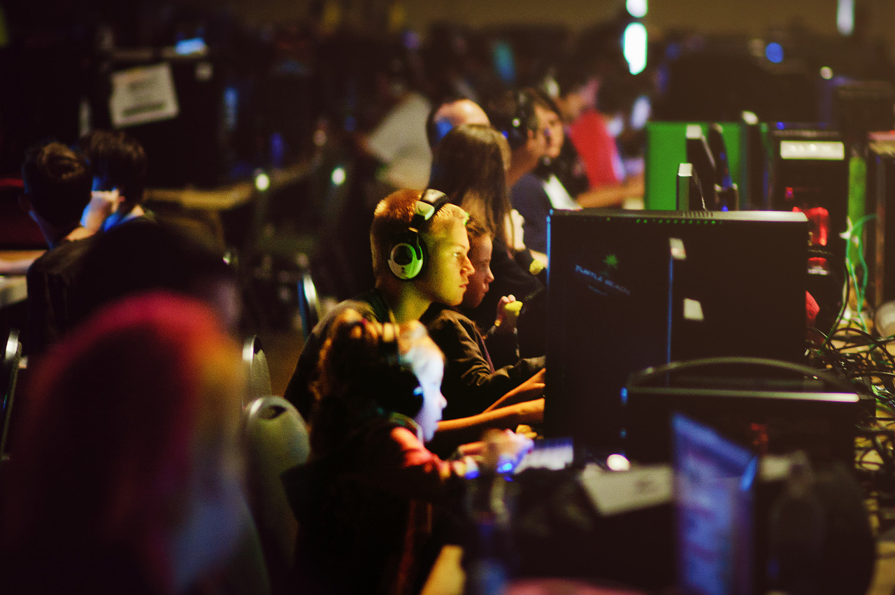 Quakecon - Kids playing at the lan party