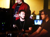 quakecon-dallas-2011 > Quakecon 2011 - players at lan party in monitor light