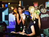 quakecon-dallas-2011 > Quakecon 2011 - gamer girls playing on showfloor