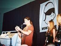 quakecon-dallas-2011 > Quakecon 2011 - Todd Hollenshead and the girls