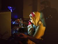 quakecon-dallas-2011 > Quakecon 2011 - Girl playing at the lan party