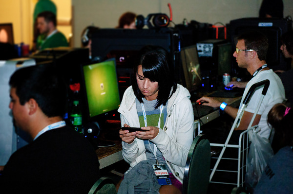 Persephone on her phone in the BYOC area of Quakecon 2012