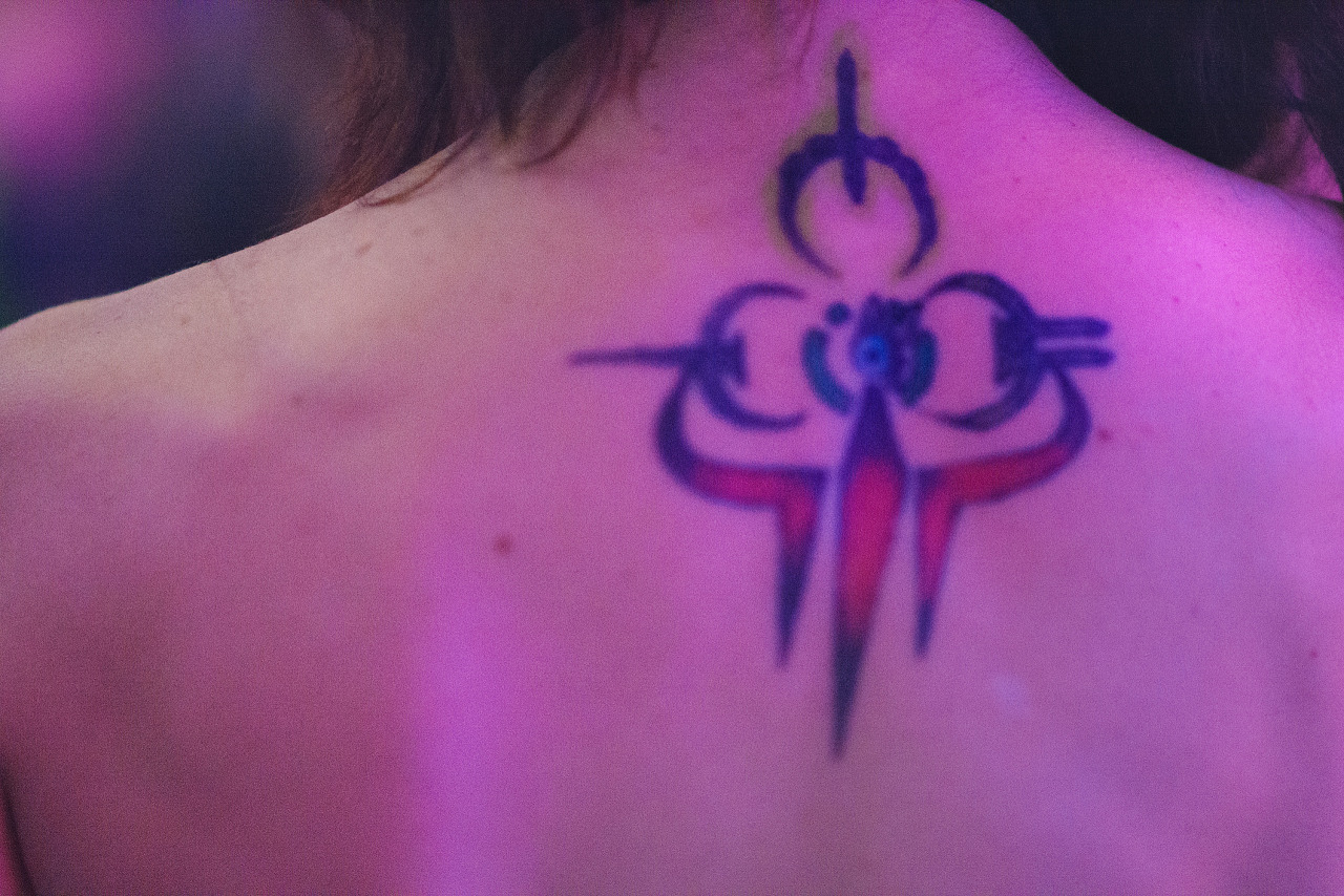 Girl wearing sick tattoo at Quakecon 2013