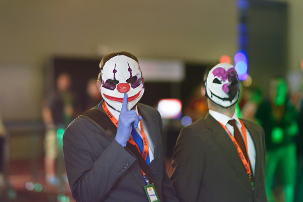 Couple gamers in a Payday cosplay at Quakecon