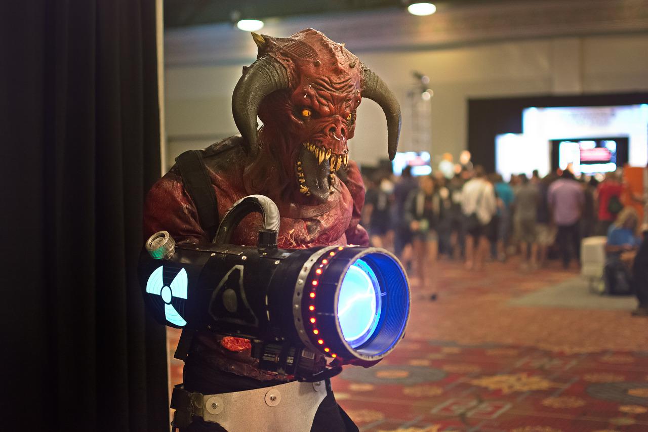 Doom Baron of Hell big gun cosplay on Quakecon 2015 showfloor