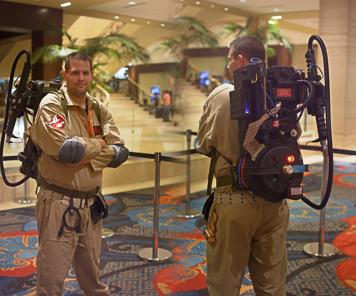 Ghostbusters themed cosplay and PC mod in proton pack at Quakecon