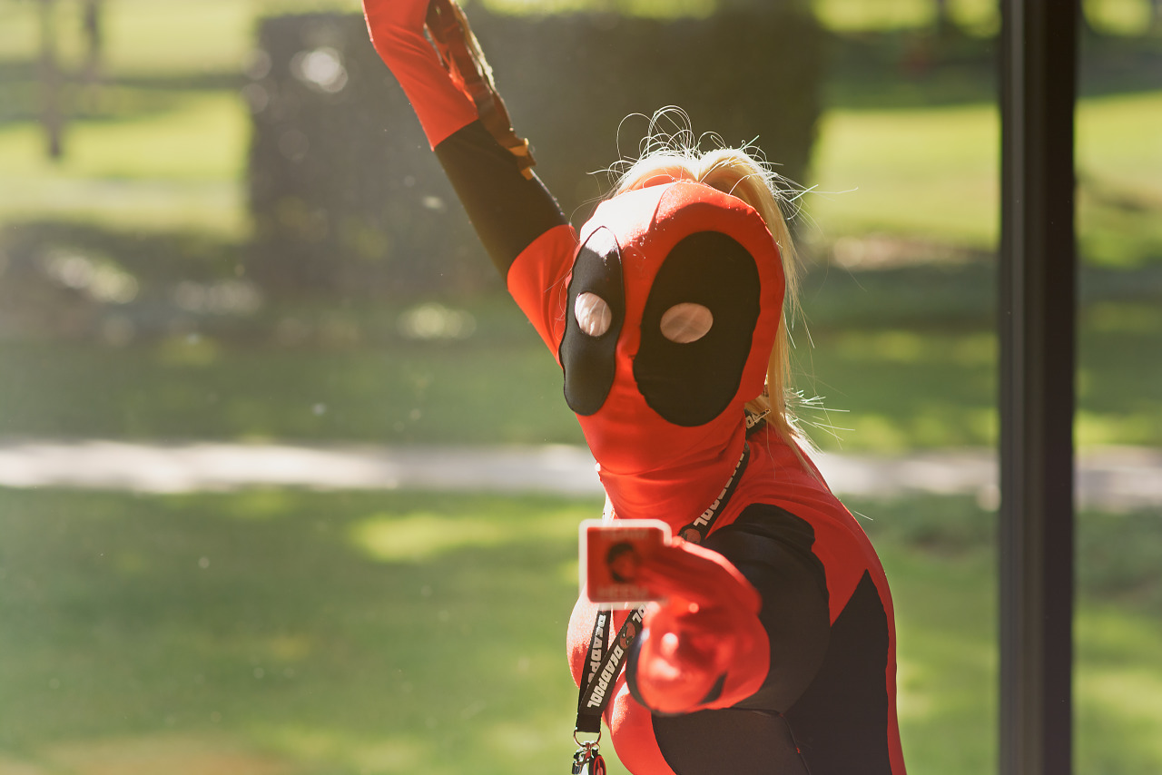 Quakecon attendee wearing Lady Deadpool Costume