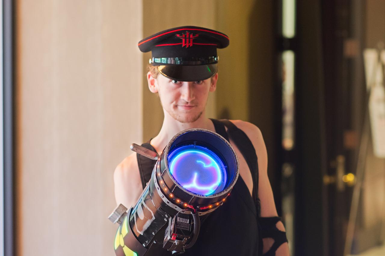 Wolfenstein guy with Tesla gun cosplay at Quakecon 2015