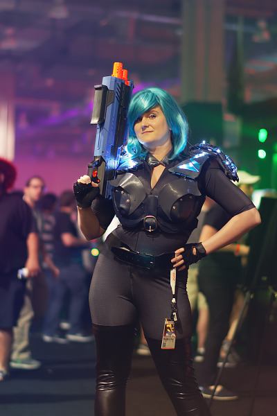 Cosplay of Nyx with Blue Hair at Quakecon 2017
