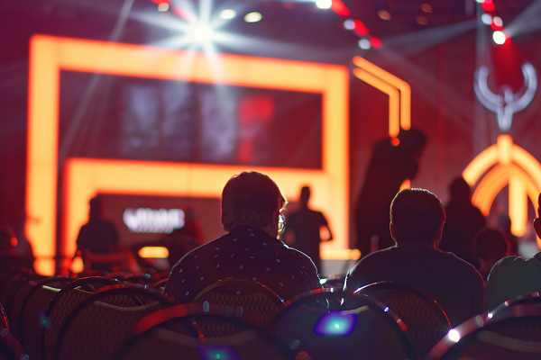 E-sport arena and its orange background at Quakecon 2017