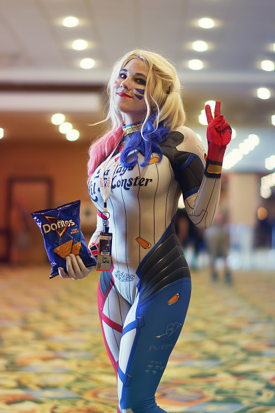 Harley Quinn from Suicide Squad or D-VA from Overwatch at Quakecon 2017