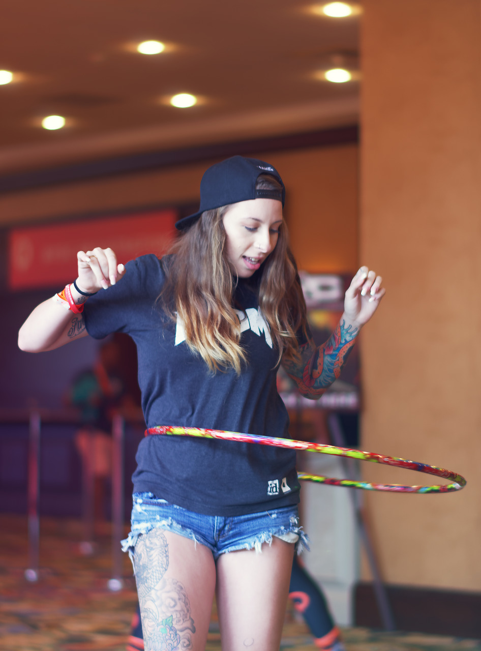 Hula Hoop twirl in the corridors of the Gaylord Texan at Quakecon 2017