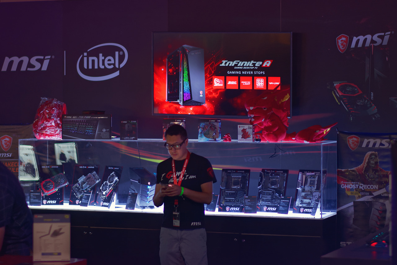 Ground illuminated booth of MSI at Quakecon 2017