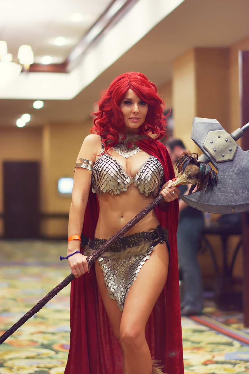 Red hair and armor of Red Sonja at the Cosplay Photography Panel of Quakecon 2017