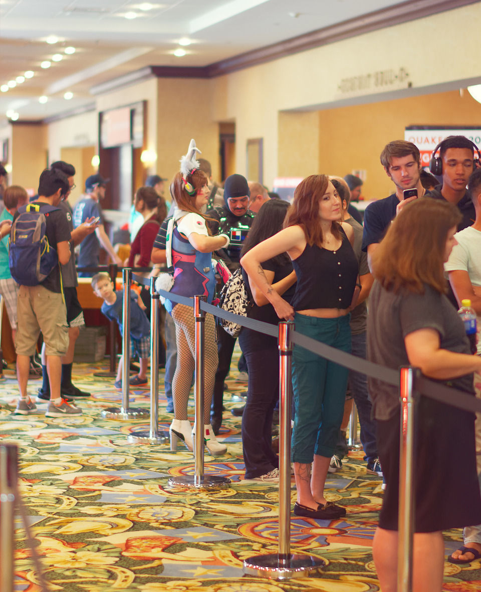 Registration queue in the main corridor leading to Quakecon 2017