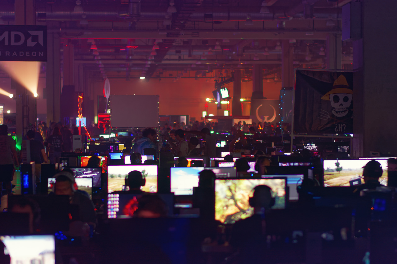 Sea of computer screens with orange background at BYOC of Quakecon 2017