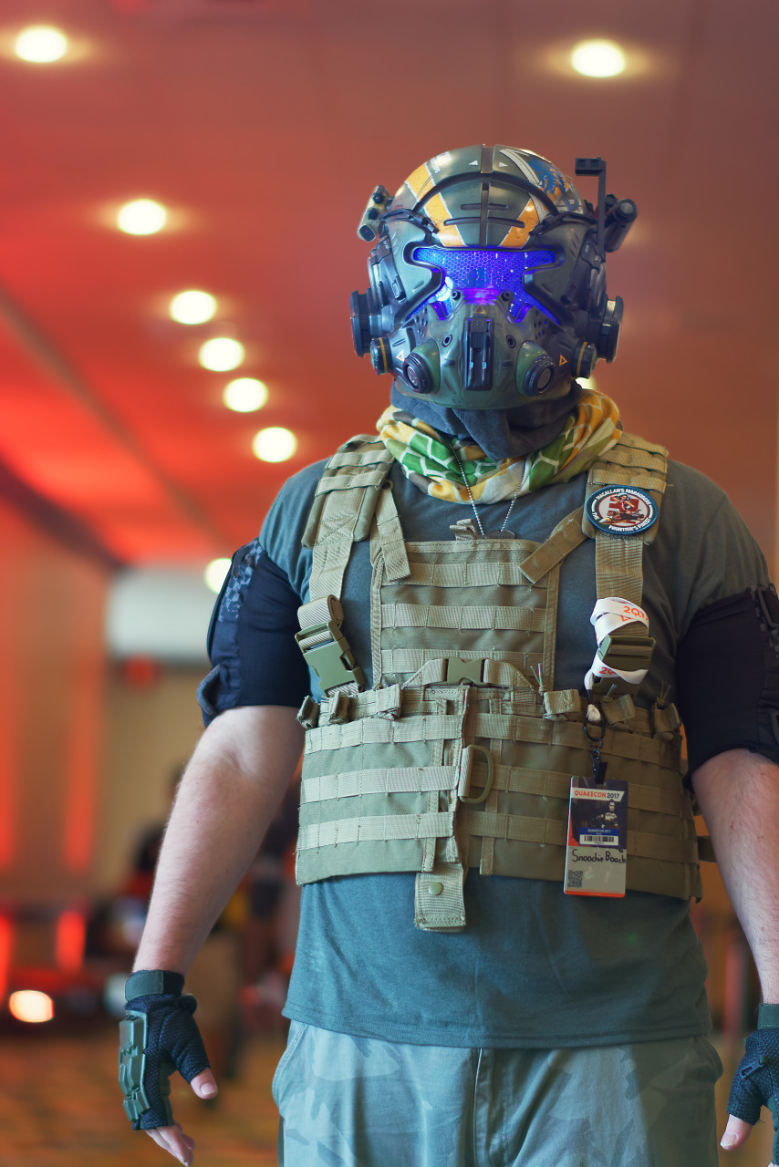 Titanfall 2 pilot cosplay during Quakecon 2017