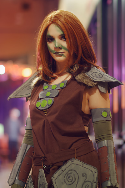 Skyrim inspired cosplay of Aela the Huntress at Quakecon 2018