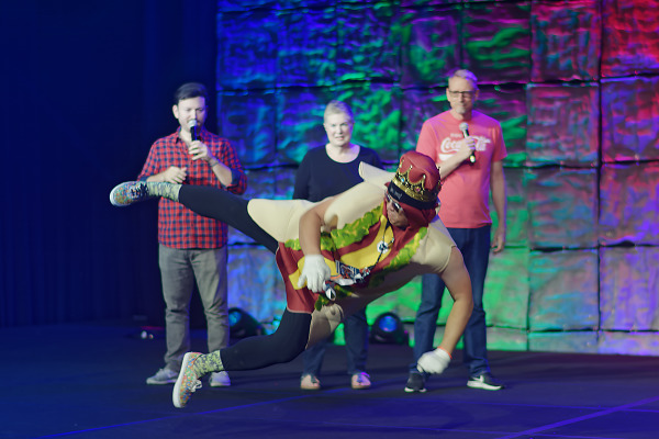 Flying sausage on the stage during Master Pancake event of Quakecon 2018