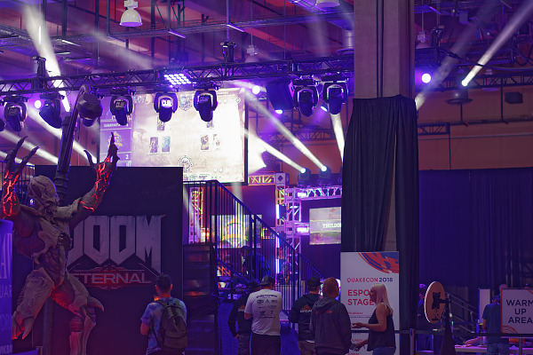Showfloor entrance with Esport stage lights at Quakecon 2018