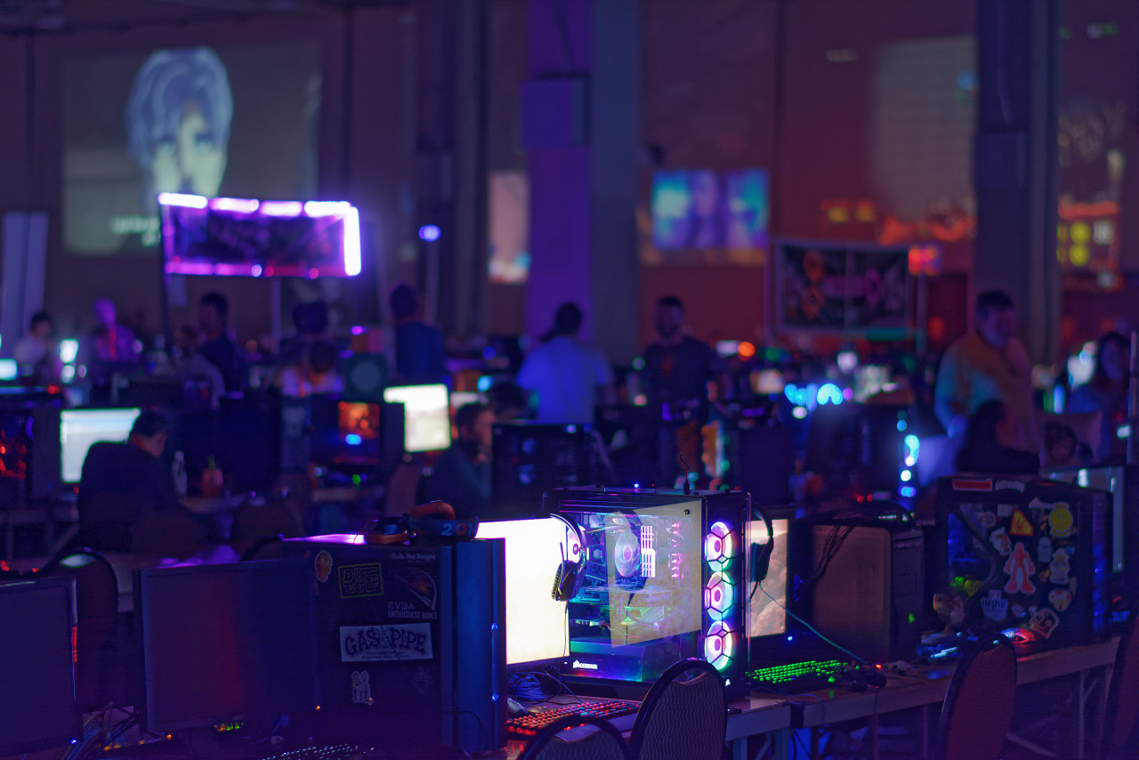 Row of dim lit computers at BYOC at Quakecon 2018